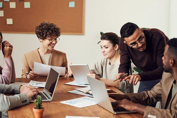 werkgeluk verhogen door onderlinge relaties
